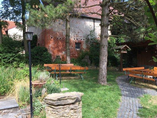 Zeil am Main, Germany: Gastraum und Garten