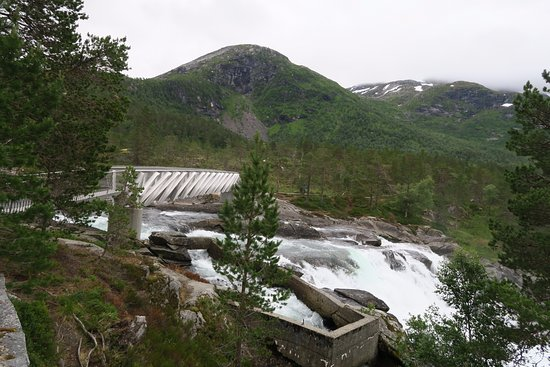 Forde, Norwegia: Brua og elva
