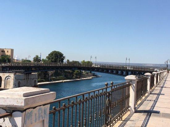 taranto citta 39 dei due mari foto di ponte girevole
