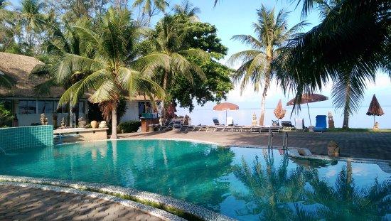 Lipa Noi, Tailandia: бассейн