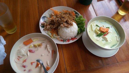 Rajapruek Samui Resort : обед в кафе напротив