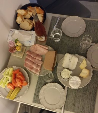 Ecully, Frankreich: Dinner in the room