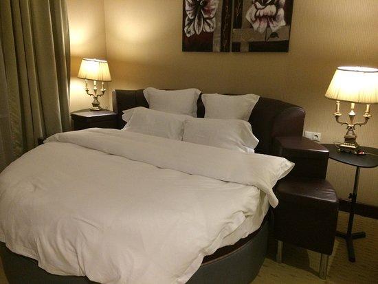 Bbw in hotel room