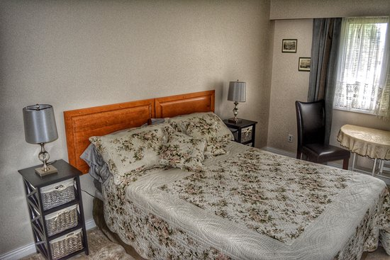 Chase, Canadá: Queen Bedroom with Shared Bathroom