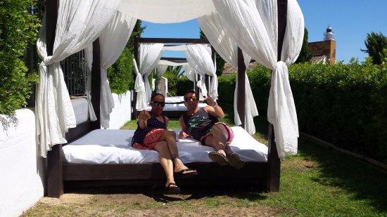 Hotel Fuerte el Rompido: camas balinesas