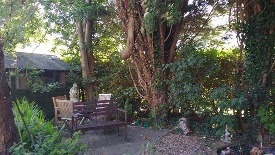 St Margaret's at Cliffe, UK: garden