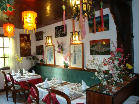 Palais des Orchidees: Salle à manger avec des tables pour 4 personnes