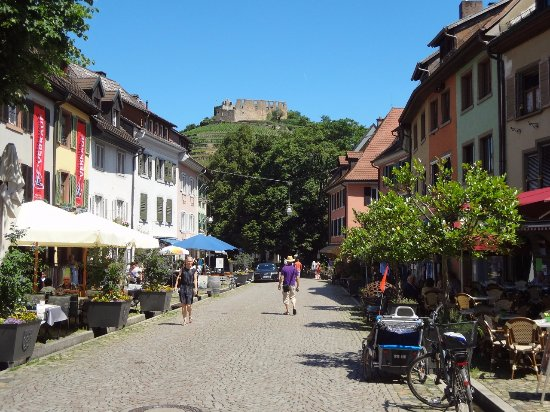 Der Burgruine Schlossberg: Staufen - Vue sur les ruines du château