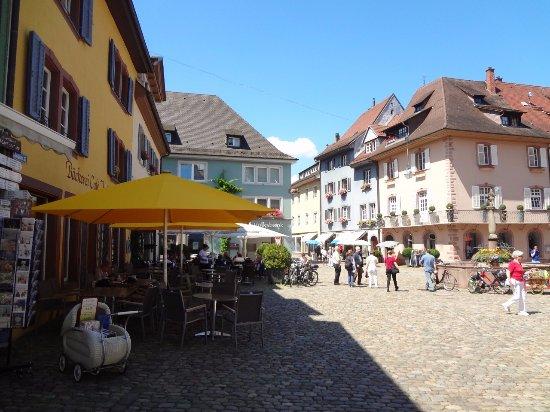 Der Burgruine Schlossberg: Staufen - centre