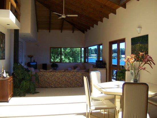 Mourea, Nouvelle-Zélande : Dining & Lounge for guest use