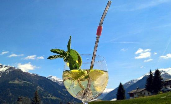 Vella, Sveits: Wunderschöne Aussicht bei einem gemütlichen Cocktail