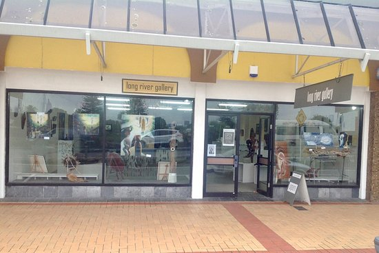 Wairoa, New Zealand: Long River Gallery frontage, opposite the Lighthouse