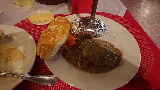 Swiss Chalet: ステーキです