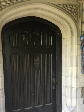 Grey Gables Inn Bed and Breakfast: Main entry door, impressive!