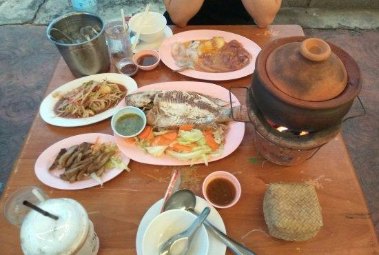 Food Villa Ratchaphruek