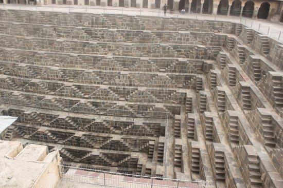 チャンドパオリ 世界一といわれる巨大階段井戸