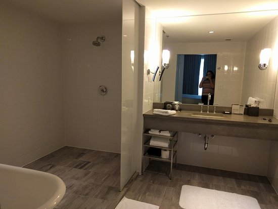 Kimpton Lorien Hotel & Spa: It was huge!