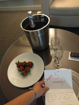 Kimpton Lorien Hotel & Spa: The lovely complimentary surprise when we returned to our room!