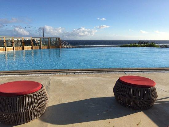 Déco piscine - Picture of Akoya Hotel & Spa, La Saline les Bains ...