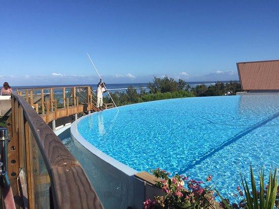 D bordement de la piscine picture of akoya hotel spa la saline les bains tripadvisor - Piscine debordement ...