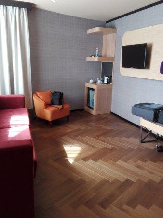 City Hotel: Salottino