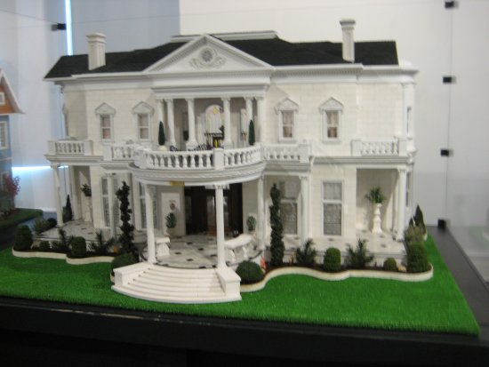 History Museum of Mobile: Jessica-Kaitlin's House (scale model of historic home in Mobile)