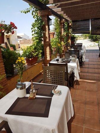 Cajar, Spanien: Frühstücksterrasse