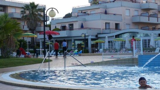 RESIDENCE HOTEL LE TERRAZZE (Grottammare, Italia): Prezzi 2018 e ...