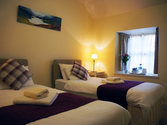 Lewiston, UK: Room 7 & 8 Family Suite. 1 double room, 1 twin room and 1 bathroom.