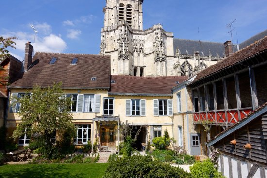 Le jardin de la cathedrale prices guesthouse reviews for Le jardin de la france
