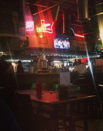 Snellville, GA: Sportsbar- festive atmosphere
