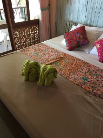 Phranakorn-Nornlen Hotel: Nicely appointed room, with balcony and AC