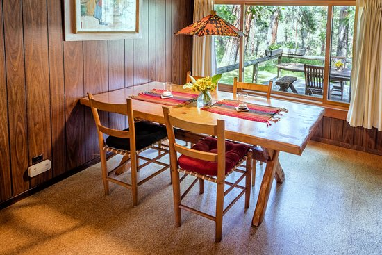 Camp Sherman, OR: Dining area in the Gorge Cabin