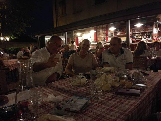 Osio Sopra, إيطاليا: Bel posticino ottime pizze, efficiente il servizio,prezzi contenuti insomma ottimo ristorante