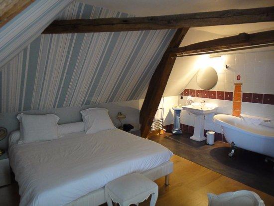 Relais Louis XI - hotel : La chambre bleue 201