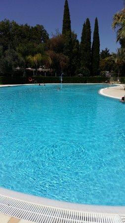 Parador de Cordoba: enormous swimming pool