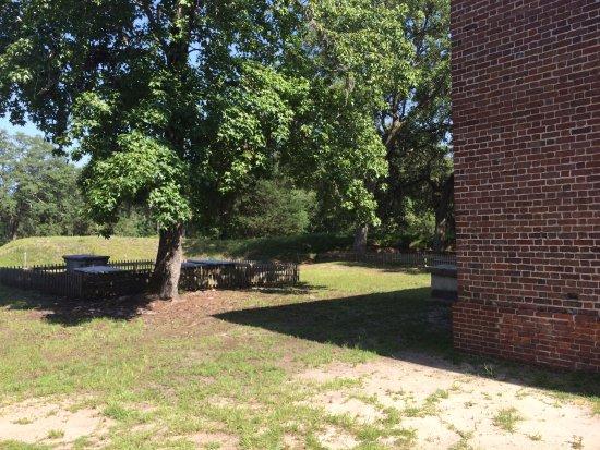 Winnabow, Carolina del Norte: Gavesites outside church building