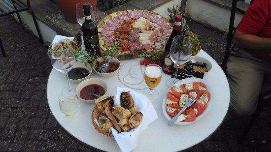 Peppone's Restaurant: Selection of Italian antipasti!!