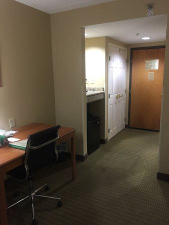 Wingate by Wyndham Little Rock: King room, second floor