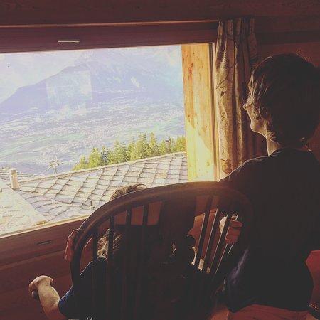 Veysonnaz, Switzerland: Un endroit avec une vue formidable... des chambres superbes