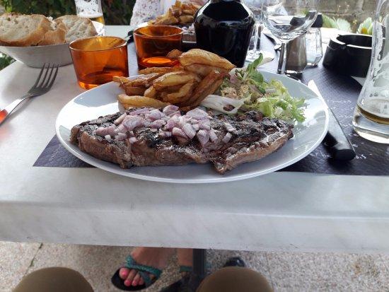 Coutras, Francia: Entrecôte grillée, 300 g, 16 €.