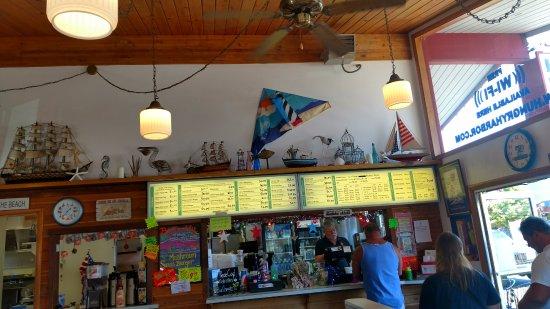 ลองบีช, วอชิงตัน: Inside the restaurant and the menu
