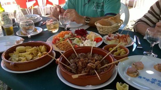 Terrades, Spanien: Entrées pica-pica