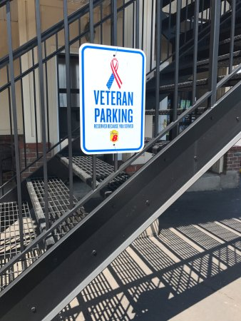 Mifflinville, Pensilvania: touched us Veterans that they have parking for Veterans....thank you Super 8