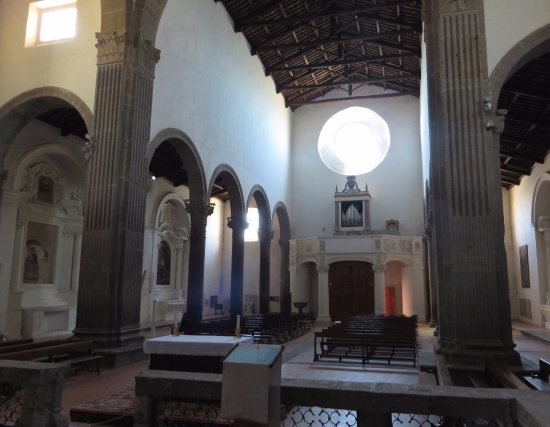 Тускания, Италия: interno della chiesa visto dal presbiterio