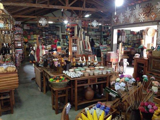 Resende Costa, MG: Interior da loja
