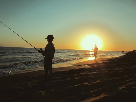 Pehuén-Co, Argentina: El sol se pone en el mar