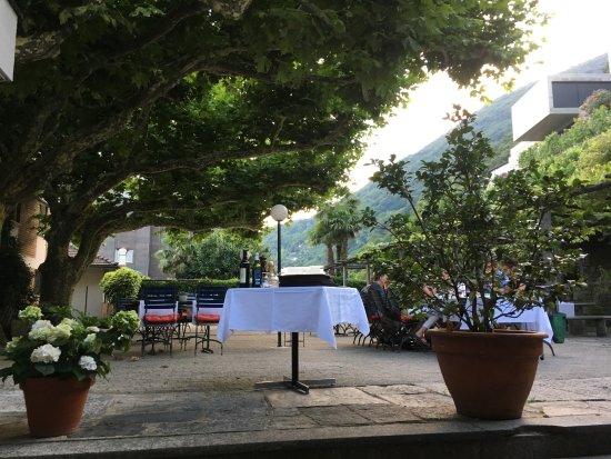 Sementina, Switzerland: ristorante all'aperto