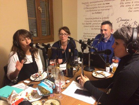 Coulanges-la-Vineuse, France : Notre salle de restauration est privatisable. Souvenir du passage de nos amis de Radyonne  !