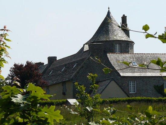 Plouénan, Francia: Le Manoir vu depuis le parc